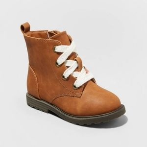 NWOT (9) T Girls Lace Up Boots